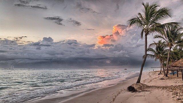turism plaja Laboni